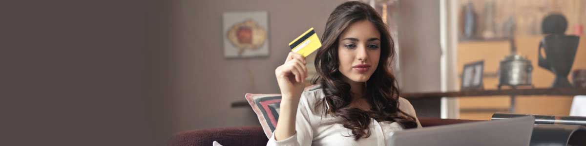 A credit card holding girl tells about Cost of Studying in Australia header